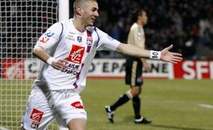 Olympique Lyon's Karim Benzema celebrates after scoring against Olympique Marseille during their French Cup soccer match at the Gerland stadium in Lyon January 28, 2009.    REUTERS/Robert Pratta (FRANCE)