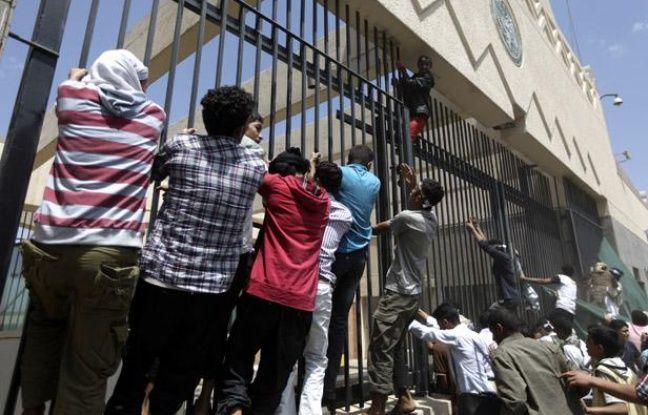 Le 13 septembre 2012, des manifestants ont attaqué l'ambassade américaine à Sanaa, au Yémen.