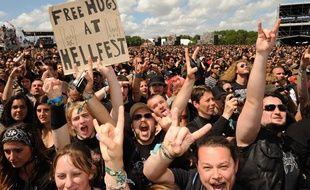 Des fans de heavy metal au Hellfest 2012 à Clisson (Loire-Atlantique).