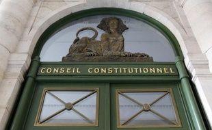 Le Conseil constitutionnel dira d'ici un mois s'il faut ou non réviser la Constitution pour adopter le traité budgétaire européen et notamment sa règle d'or d'équilibre des finances publiques, une révision que le gouvernement préfèrerait éviter.