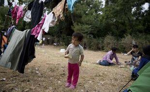 Un enfant afghan dans un parc à Athènes en Grèce où des centaines de migrants vivent.