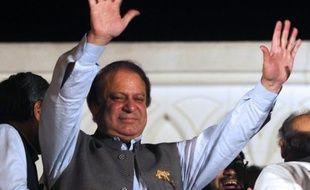 L'ex-Premier ministre pakistanais Nawaz Sharif a revendiqué la victoire et tendu la main à ses rivaux à l'issue des législatives de samedi au Pakistan, marquées par une participation de près de 60% malgré des attaques rebelles qui ont fait au moins 26 morts.