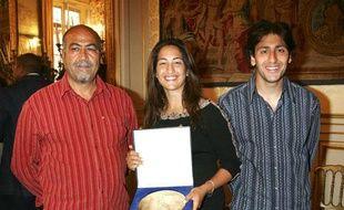 De gauche à droite. Arsalan Rezaï, sa fille Aravane et son fils Anouch, le 17 avril 2007 à Paris.