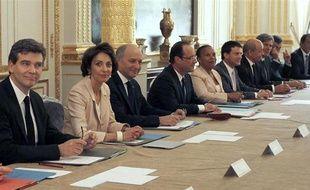 Le Premier conseil des ministres du gouvernement Ayrault, le 17 mai 2012.