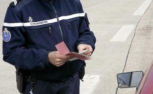Illustration permis de conduire: Contrôle de gendarmerie à Nemours (Seine-et-Marne), le 3 juin 2006.