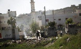 Un Palestinien a été tué dans la nuit de lundi à mardi lors d'affrontements avec l'armée israélienne près d'Hébron, dans le sud de la Cisjordanie, ont indiqué la police palestinienne et des témoins.