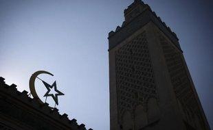 Le minaret de la Grande mosquée de Paris le 17 juin 2015