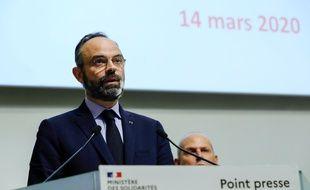 Edouard Philippe annonce la fermeture de tous les commerces