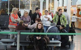 Trois cent quatre-vingt-cinq passagers français ont été rapatriés à Marseille dans la soirée et la nuit de samedi à dimanche après le naufrage du paquebot Costa Concordia vendredi soir près d'une île de Toscane, a-t-on appris auprès de la préfecture des Bouches-du-Rhône.