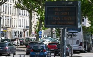 Les émissions de dioxyde d'azote ont chuté de 66% à Lyon pendant la période de confinement (illustration).