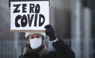 Un manifestant en faveur de la stratégie «Zéro Covid» en Allemagne. Pour l'instant, aucun pays en Europe continentale n'a mis en place une telle stratégie.
