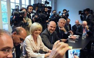 """L'ancienne ministre socialiste Elisabeth Guigou a fait état lundi de sa """"disponibilité"""" pour la présidence de l'Assemblée nationale, tout en soulignant que le choix de la personnalité pour le perchoir devait procéder d'une décision collective du groupe PS."""