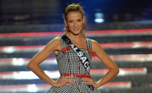 Miss Alsace Alyssa Wurtz lors de la cérémonie Miss France 2015, le 6 décembre 2014 à Orléans.