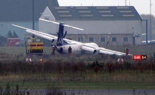 Un avion Dash 8-400 de la A Scandinavian Airlines après une avarie à l'aéroport de Copenhague, le 27 octobre 2007.