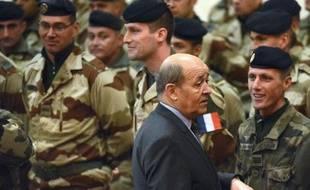 """Le ministre de la Défense, Jean-Yves Le Drian, a prévenu mercredi que """"la phase finale"""" dans le massif de l'Adrar des Ifoghas, dans le nord-est du Mali, allait """"durer un certain temps"""", alors qu'un légionnaire français et une vingtaine d'islamistes sont morts mardi dans des combats."""