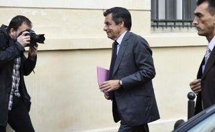 L'ancien Premier ministre français UMP François Fillon arrive à une conférence de presse le 1er octobre 2014 à Paris