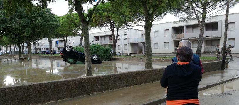 A Trèbes, le lendemain des inondations dans l'Aude, les habitants face aux dégâts.