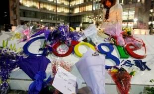 Le siège de Google à Pékin, couvert de fleurs après que l'entreprise a annoncé qu'elle ne comptait plus censurer les résultats de son moteur de recherche, le 12 janvier 2010