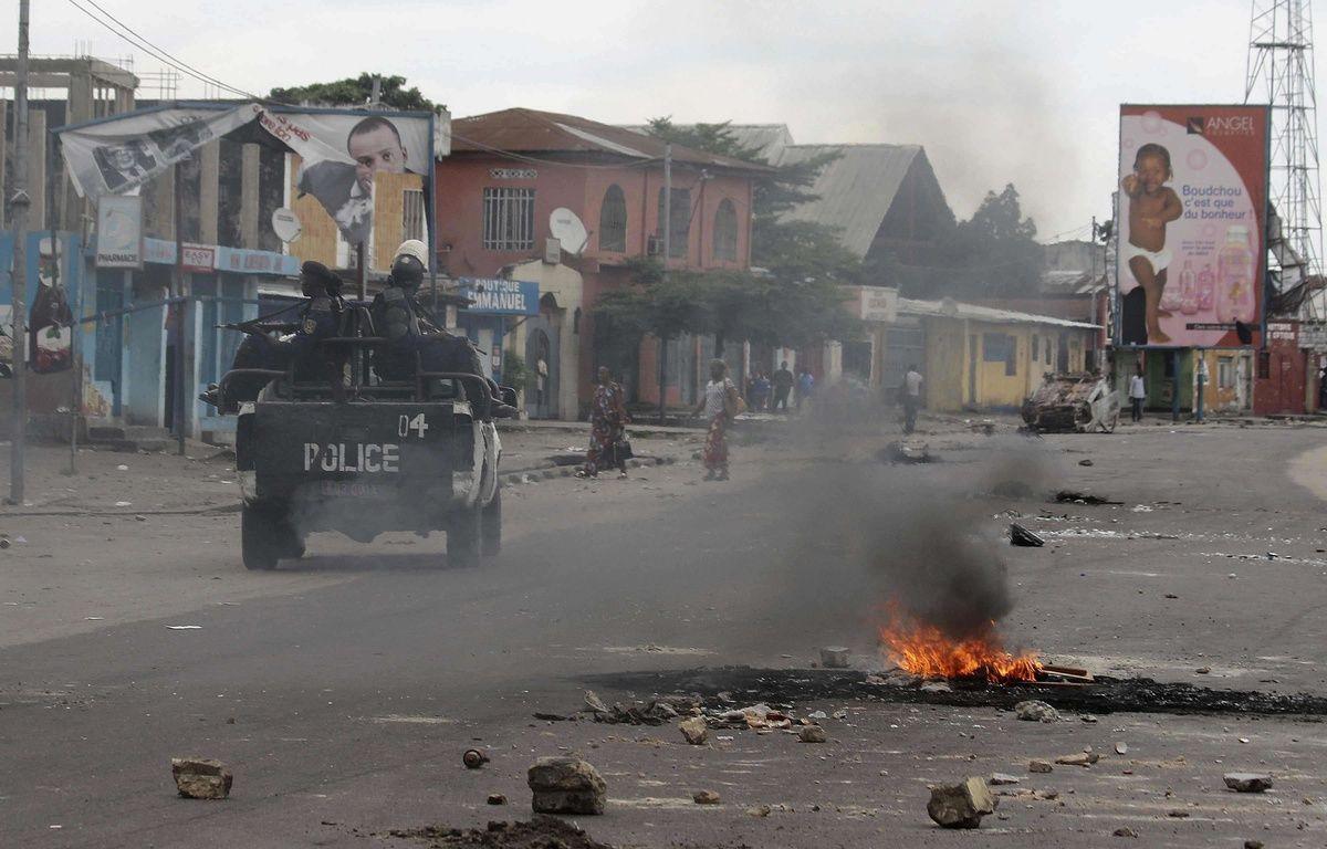 Des policiers patrouillent à Kinshasa, en République démocratique du Congo, le 20 décembre 2016 – John bompengo/AP/SIPA