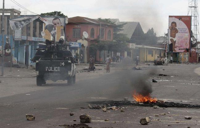 Des policiers patrouillent à Kinshasa, en République démocratique du Congo, le 20 décembre 2016