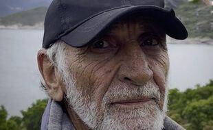 À 77 ans, Jo vit isolé en Corse, loin du «monde des fous».
