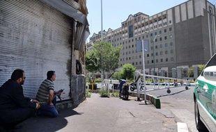 Dix-sept personnes ont été tuées et des dizaines blessées lorsque des hommes armés et des kamikazes ont attaqué le 7 juin le Parlement et le mausolée de l'imam Khomeiny à Téhéran.