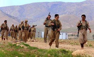 Iranian Kurdish Peshmerga members of the Des Peshmerga kurdes vont s'entraîner près de Koya, dans le Kurdistan irakien, le 9 décembre 2014