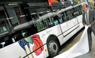 Des bus ornés de dessins d'Ungerer.