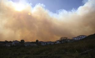 L'incendie entre Olmeta et Biguglia en Corse a déjà parcouru 350 hectares.