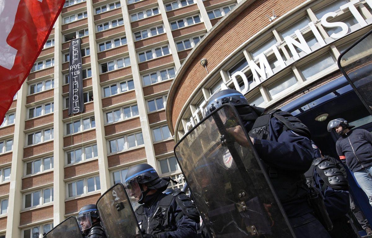 A Lille, les intermittents ont brièvement occupé le centre des impôts. – M.Libert/20 Minutes