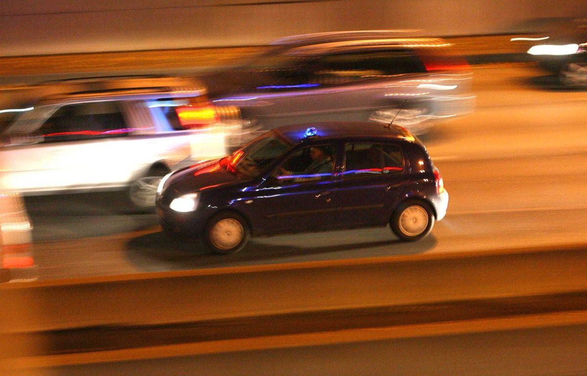 Illustration de voitures circulant la nuit – REAU ALEXIS/SIPA