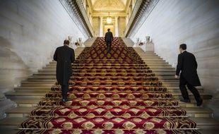 Des personnes sur un escalier du Sénat dans le palais du Luxembourg le 16 novembre 2016