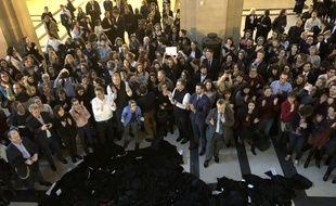 Paris, le 10 janvier 2020. Les avocats jettent leur robe en signe d'opposition au projet de réforme des retraites, voulue par le gouvernement.