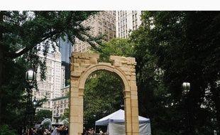 L'arc de triomphe de Palmyre reconstitué, exposé à New York.
