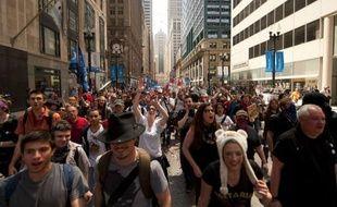 """Des centaines de manifestants ont appelé vendredi dans les rues de Chicago à """"faire payer Wall Street"""" en appliquant une taxe sur les transactions financières, 48 heures avant le début du sommet de l'Otan organisé dans la métropole américaine."""