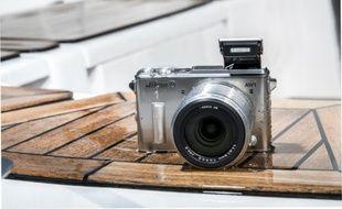 L'appareil photo numérique reste le produit high-tech le plus emporté par les français en vacances.