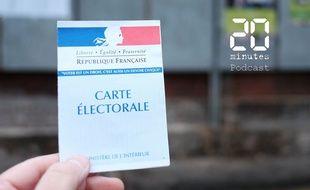 Carte électorale devant des panneaux d'affichage officiel pour les élections municipales, le 5 mars à Gace