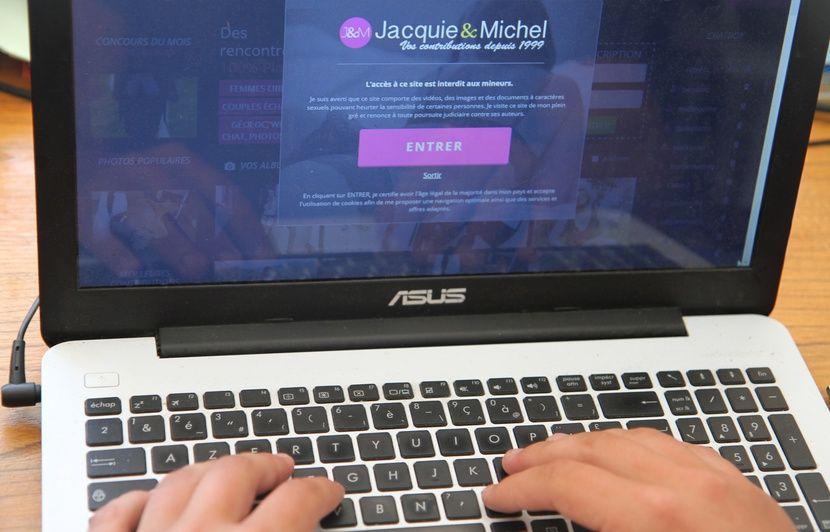 Savoie: Six mois de prison avec sursis pour avoir publié des photos de sa femme sur un site porno
