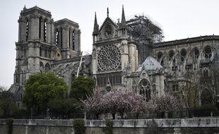 Des combles ravagés, une flèche qui s'effondre... Un violent incendie a détruit une partie de l'emblématique cathédrale Notre-Dame de Paris le 15 avril 2019.
