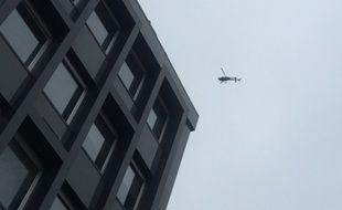 L'hélicoptère qui a survolé le centre-ville de Strasbourg pendant plusieurs minutes ce jeudi après-midi.