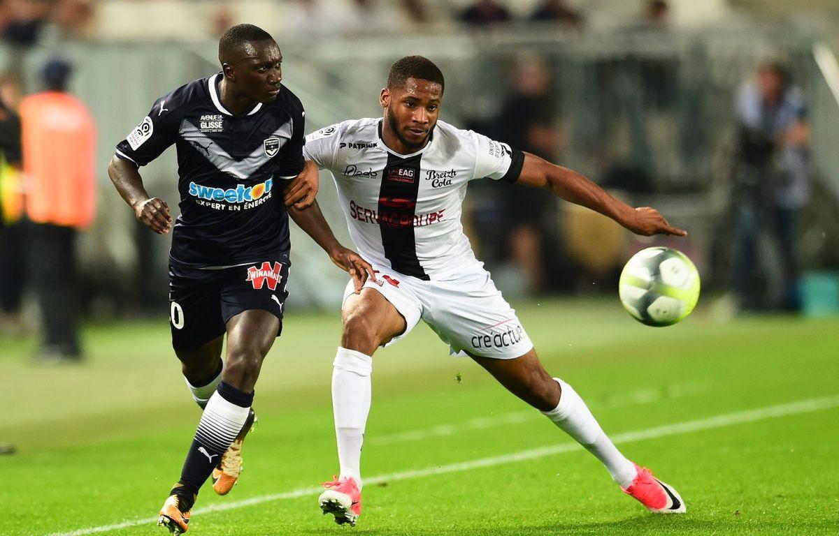 Marcus Coco au duel avec Youssouf Sabaly.  – Nicolas Tucat