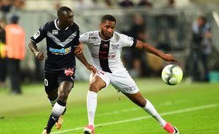 Marcus Coco au duel avec Youssouf Sabaly.