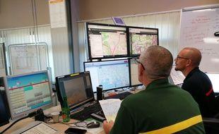 C'est depuis cette salle que le centre de prévention supervise tous les départs de feux du département des Bouches-du-Rhône.