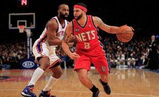 Les San Antonio Spurs ont remporté leur onzième victoire consécutive en NBA sur le parquet des Utah Jazz (106-102), lundi soir, et les New Jersey Nets avec un brillant Deron Williams sont allés battre les Knicks à New York, lundi en NBA