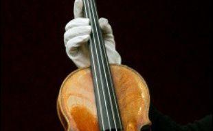 Un violon Stradivarius, dont le prix pourrait bien pulvériser un record mondial, sera mis aux enchères le 16 mai chez Christie's à New York.