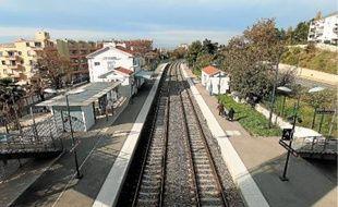 Les quais de la gare SNCF de Sainte-Marthe, dans le 14e arrondissement.