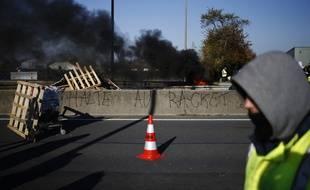 Un manifestant a été grièvement blessé dimanche près de Saint-Quentin (Aisne) lorsqu'un automobiliste a forcé un barrage de