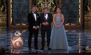BB-8, Oscar Isaac, Mark Hamill et Kelly Marie Tran sur la scène des 90e Oscars