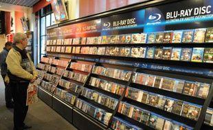 DVD et Blu-Ray en vente au Virgin Megastore des Champs-Elysees à Paris, le 9/11/2009