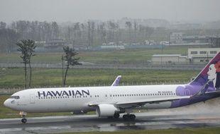 Un avion fait une escale pour débarquer un passager qui refusait de payer une couvertrue
